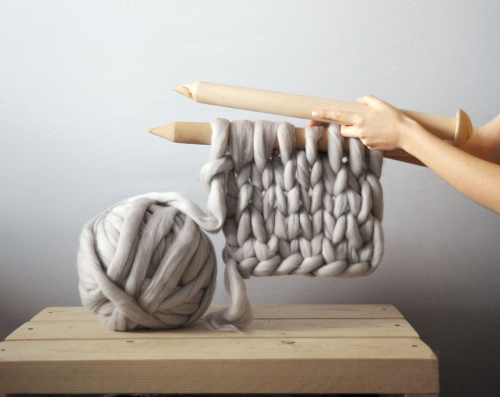 Giant Knitting Needles Create Stunning Wearable Works…