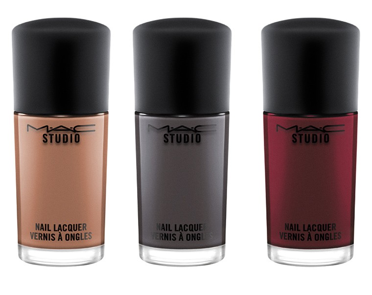 MAC Haute Dogs & Studio Waterweight Foundation